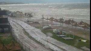 COD ROŞU DE INUNDAŢII - Plajele de la malul mării Negre, devastate de ape
