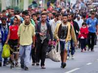 Comisia Europeană amenință cu sancțiuni țările care nu primesc refugiați