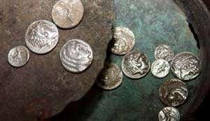 Comoară cu monede din timpul lui Alexandru Macedon, descoperită în Vâlcea
