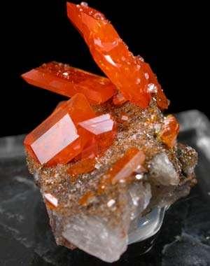 Comorile ascunse ale pământului se destăinuie la Muzeul de Mineralogie din Baia Mare
