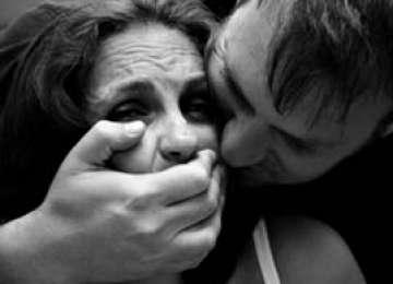 COMPORTAMENT DE MONSTRU - Un bărbat a fost prins în timp ce viola o tânără cu grave afecţiuni medicale