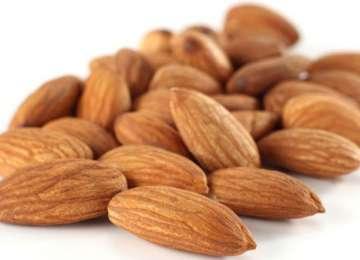 Consumul de fructe oleaginoase reduce cu 40% riscul de recidivă a cancerului colorectal