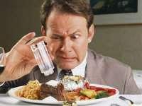 Consumul exagerat de sare sporeşte riscul de cancer la stomac