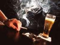 """Consumul simultan de alcool și tutun, un """"cocteil"""" extrem de periculos pentru sănătate"""