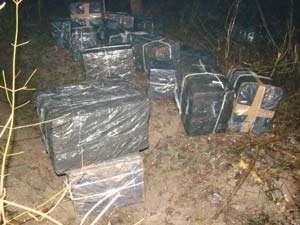 CONTRABANDĂ: 3.000 pachete cu țigări din Ucraina şi Rusia descoperite pe versantul muntos Măgura