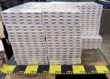 CONTRABANDĂ: 37.400 pachete țigări confiscate și două vehicule indisponibilizate la sediile poliției de frontieră