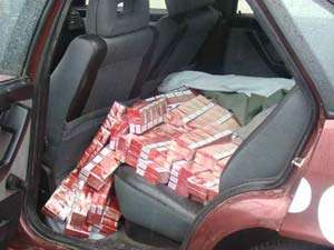 CONTRABANDĂ: Aproape 100.000 de ţigarete confiscate de poliţiştii din Leordina