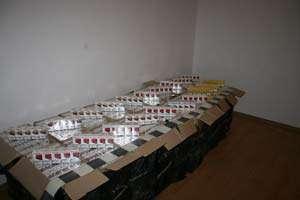 CONTRABANDĂ: Doi bărbaţi depistaţi în Crăciuneşti în timp ce transportau ţigări de contrabandă