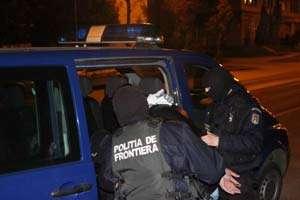 CONTRABANDĂ: Grupare infracţională axată pe contrabanda cu ţigări destructurată de poliţiştii de frontieră