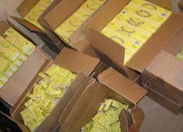 CONTRABANDĂ: Peste 27.000 de pachete cu ţigări de provenienţă ucraineană confiscate de poliţiştii de frontieră