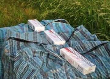 Contrabandă: Tânăr din Sighetu Marmaţiei, prins cu 200 de pachete cu ţigări