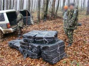 CONTRABANDĂ - Urmăriri în trafic, focuri de armă şi ţigări confiscate de poliţiştii de frontieră (FOTO)