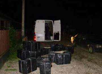 VIDEO + FOTO: Contrabandiști prinși cu 17 focuri de armă și urmăriri ca în filme