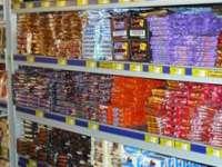 CONTROALE: Dulciuri expirate descoperite pe rafturile magazinelor din Maramureș