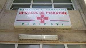 Copil salvat din accident de mașină, tratat INUMAN la SPITAL în Ploieşti