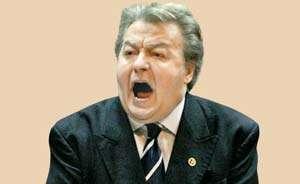 Corneliu Vadim Tudor, obligat definitiv să-i plătească 5.000 de euro daune morale şefului ANI