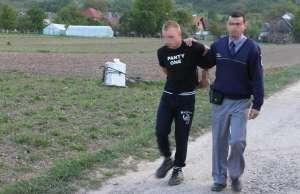 CRĂCIUNEŞTI - Ţigări de contrabandă confiscate şi un bărbat reţinut de poliţiştii de frontieră
