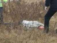 CRIMĂ ÎN DRAGOMIREŞTI: Un bărbat a fost ucis cu mai multe lovituri în zona capului. Cadavrul acestuia a fost târât pe un câmp