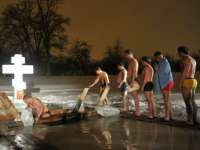 De Boboteaza pe rit vechi, aproximativ 2 milioane de ruși au făcut baie în apa rece ca gheața
