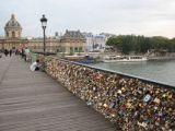 DECIZIE: Autoritățile pariziene retrag definitiv lacătele dragostei de pe celebrul Pont des Arts