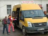 DEDICAT COMUNITĂŢII: Primar maramureşean, şofer pe microbuz şcolar