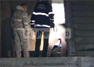 DEJ: Cadavrul mumificat al unui bărbat, găsit în subsolul unui bloc