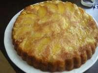DELICIOS: Prăjitură cu iaurt și piersici