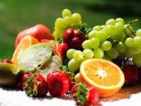 DIABET: Pentru prevenirea lui se recomandă consumul de fructe proaspete şi nu de suc de fructe