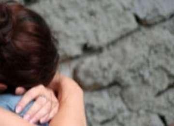 DIN NOU ÎN VASLUI - O fată de 13 ani a fost VIOLATĂ de propriul tată
