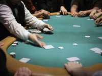 DOAR ÎN ROMÂNIA - Un procuror este anchetat după ce a pierdut banii DIICOT la un joc de POKER