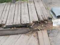 DOAR ÎN SIGHET - Zona pietonală a podului istoric de peste Tisa se află în stare avansată de șubrezire