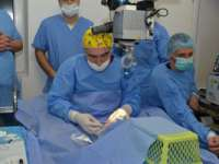 Doi maramureşeni, printre pacienţii primei operații endoscopice oculare din România