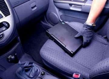 Doi minori, suspecţi de comiterea a trei furturi din autoturisme