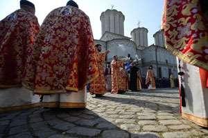 Doi preoţi s-au luat la bătaie, în biserică, din cauza unor bani strânşi pentru reparaţii