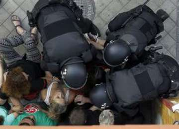Doi români au fost răniţi cu focuri de armă în Madrid