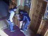 Doi tineri reținuți pentru furturi din lăcaşuri de cult din mai multe judeţe