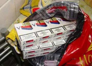 Două autoturisme indisponibilizate şi aproape 6000 pachete cu ţigări confiscate de poliţiştii maramureseni