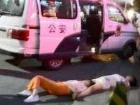 Două femei au leșinat după ce s-au certat continuu, timp de opt ore pe stradă