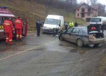 Două persoane rănite în urma unui accident în Bârsana