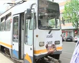 Două tramvaie S-AU CIOCNIT în București