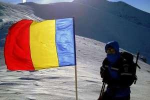 Drapelul României, arborat de jandarmii montani pe Vârful Parâng, cu ocazia Zilei Naționale