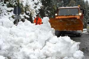 Drum naţional blocat pe un sens din cauza unei avalanșe