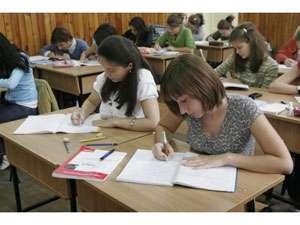 Anul 2014 aduce SCHIMBĂRI în EDUCAŢIE: Fără notele din liceu la admiterea în facultate