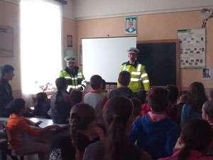 """EDUCAȚIONAL - Poliţia alături de elevi în """"Şcoala Altfel"""""""