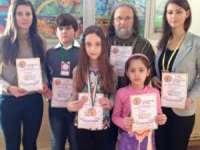 """Elevi sigheteni premiați la Concursul Internațional de Artă pentru Tineri şi Copii """"FRAGRANCE  OF ART BUDS"""" din INDIA"""