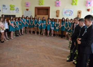 Elevii claselor a XII-a de la Colegiul Național Dragoș Vodă au marcat astăzi sfârșitul celor 4 ani de liceu