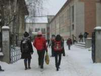 Elevii intră în VACANŢĂ. Aflați când încep SIMULĂRILE şi TEZELE din semestrul II
