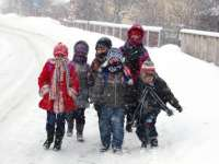 Elevii şi prescolarii intră astăzi în vacanţa de iarnă