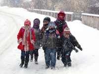 Elevii și preșcolarii intră vineri în vacanța de iarnă