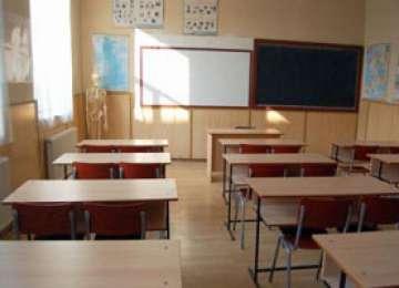 Elevii și preșcolarii se întorc de luni la cursuri
